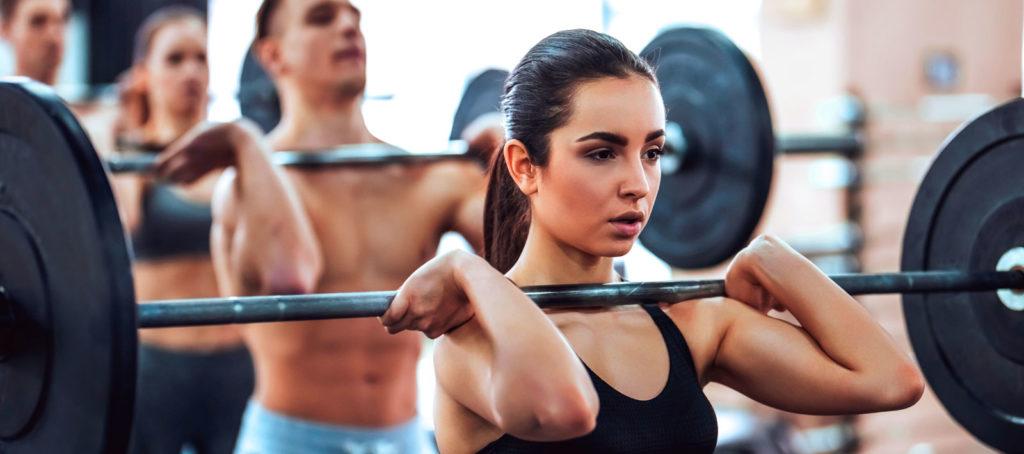 Entrenamiento de fuerza en el gimnasio